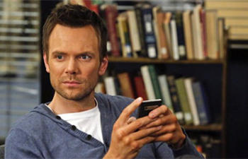 Joel McHale dans Beware the Night