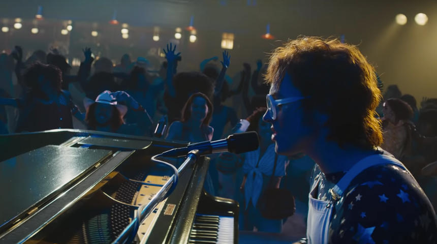 Elton John fulgurant dans le teaser du biopic