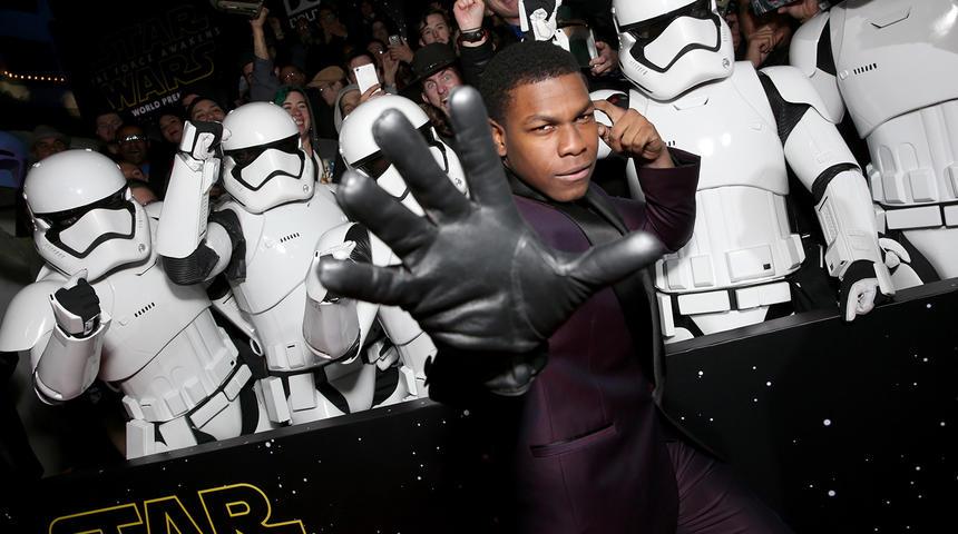 Photos et réactions des stars suite à la première de Star Wars: The Force Awakens