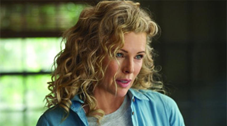 Kim Basinger dans One Square Mile