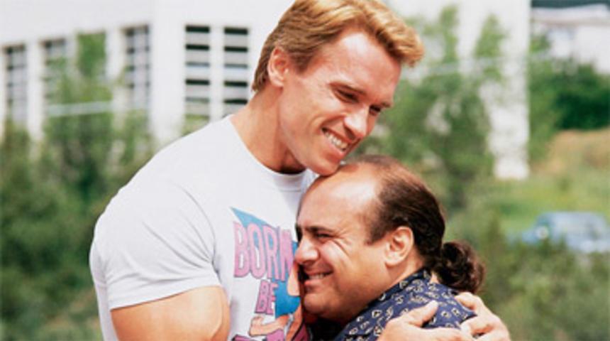 Schwarzenegger et DeVito préparent une suite à Twins