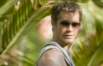 Timothy Olyphant remplace Sharlto Copley