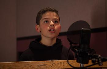 Sohaib Hadj-Moussa sera la voix française québécoise de Arlo dans Le bon dinosaure